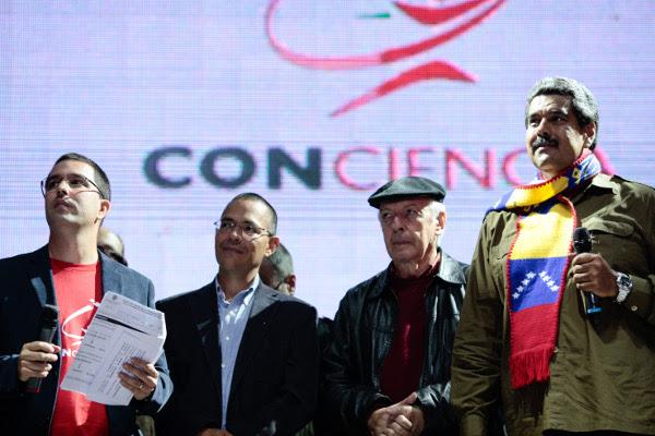 Presidente Nicolás Maduro junto a Daniel Viglietti, Vicepresidente Arreaza y el Ministro Villegas