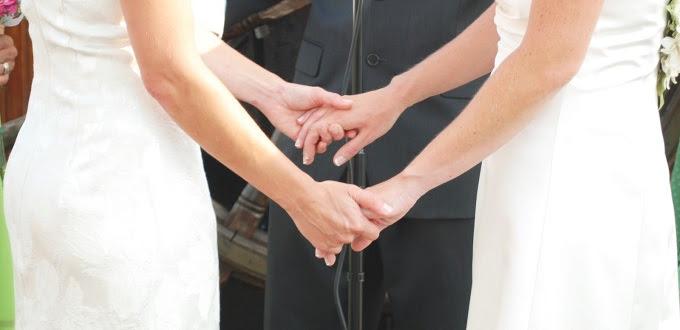 Activista LGBTI admite que quieren obligar a las iglesias celebrar «bodas»