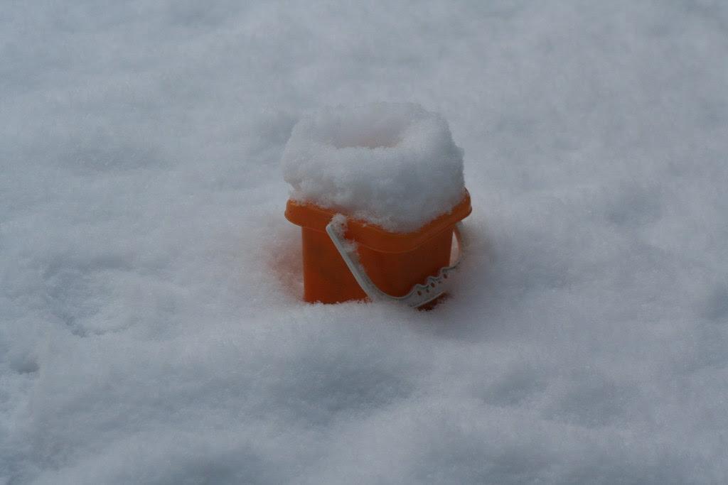 Spand med sne
