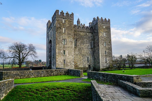 "A Perfect First Day of Ireland Travel: Bunratty Castle  | Around the World ""L"""