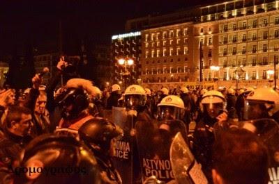 """Polícia reprime """"indignados"""" gregos"""