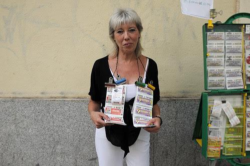 woman selling lottery tickets_9775 web