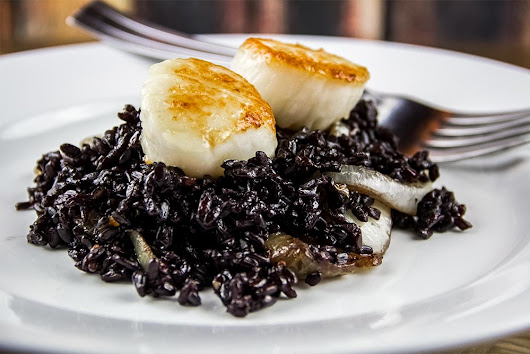 Scallops With Black Rice & Caramelized Onions Recipe