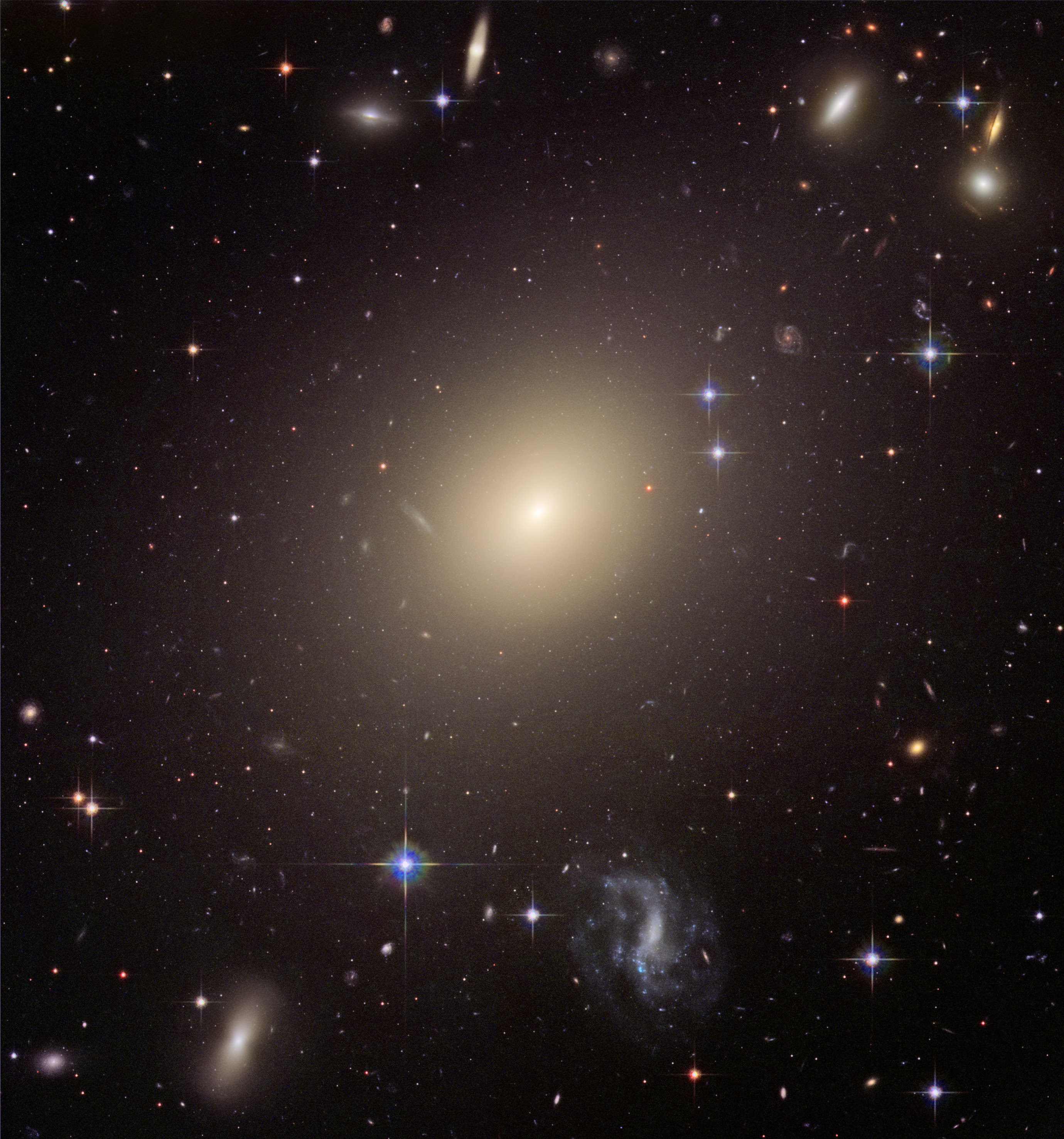 Abell_S740,_cropped_to_ESO_325 G004