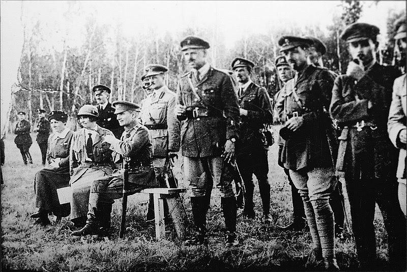 Archivo: Колчак, Нокс и английские офицеры восточного фронта.jpg