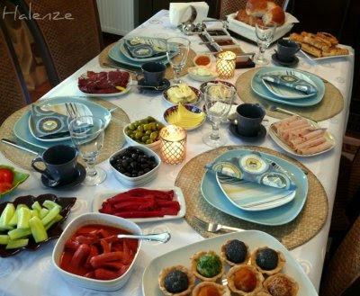 Sevinç ablaya kahvaltı
