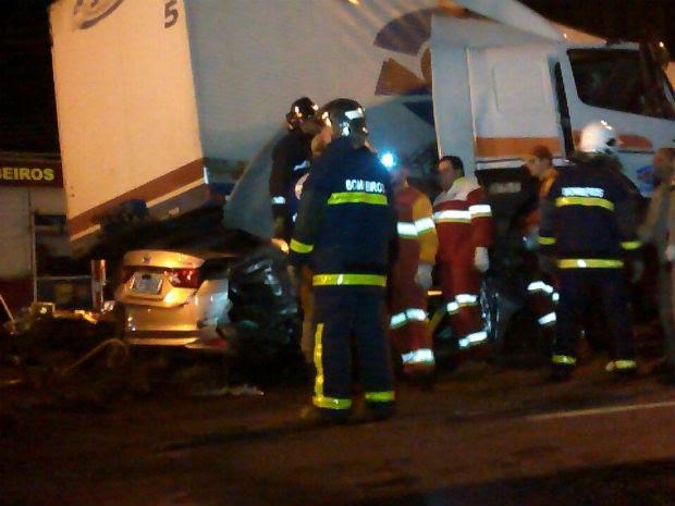 Acidente na Avenida Souza Naves envolveu seis veículos; três homens ficaram feridos (Foto: Elinton Rocha/Rádio Mundi)
