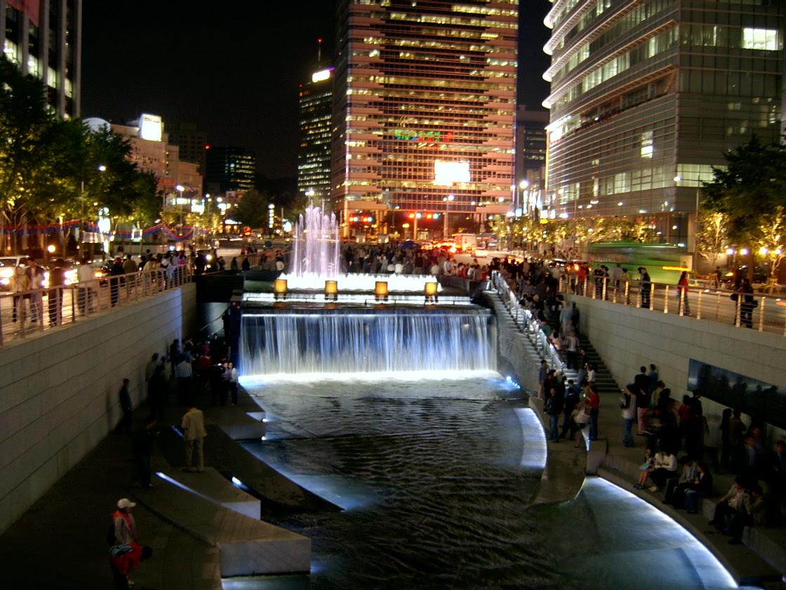 http://upload.wikimedia.org/wikipedia/commons/b/b8/Seoul_Cheonggyecheon_night.jpg
