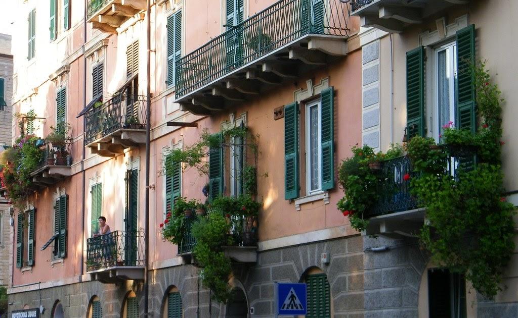 Immagini del savonese savona balconi fioriti e floreali for Noto architetto torinese