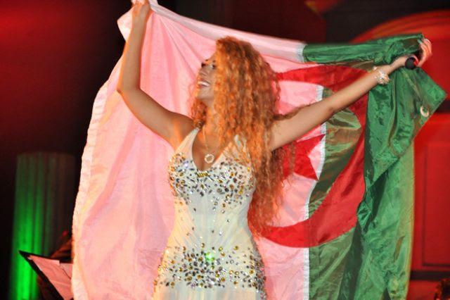 صور: ميريام فارس ترقص باللبناني والخليجي ..وتسأل جمهور تيمقاد عن الرقص الجزائري