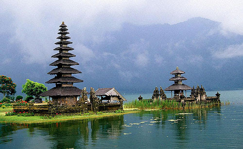 Temple by the lake @ Bali