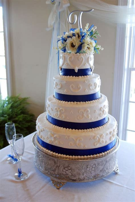 25  best ideas about Royal blue round wedding cakes on