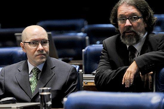 No plenário do Senado, Demóstenes Torres e o seu advogado, Antonio Carlos de Almeida Castro
