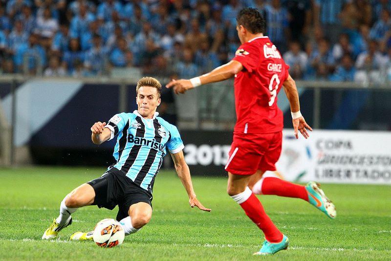 Zagueiro Bressan tem 22 anos e defenderá o Flamengo na próxima temporada / Divulgação Grêmio