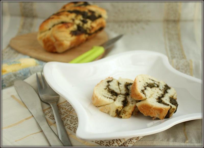 braided pesto bread slices