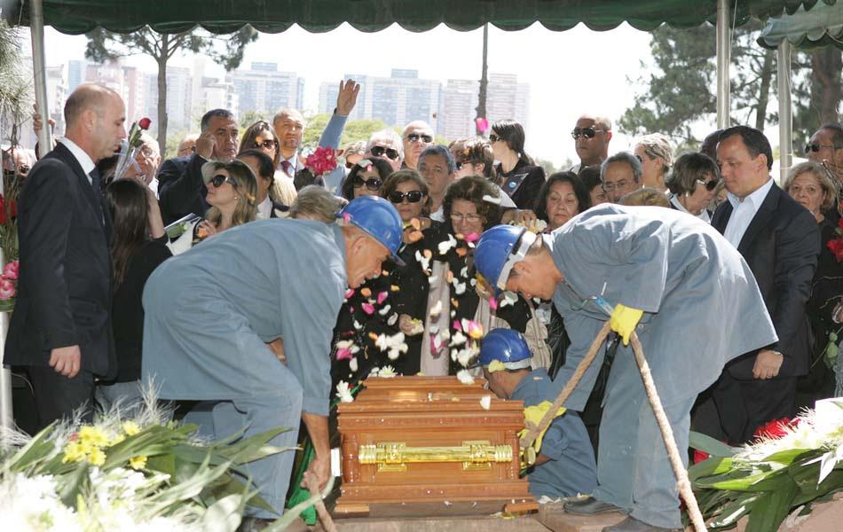 Enterro de Hebe Camargo neste domingo (30)