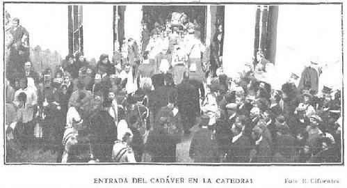 Entrada del Féretro del Cardenal Sancha en la Catedral de Toledo. Foto R. Cifuentes para revista Actualidades