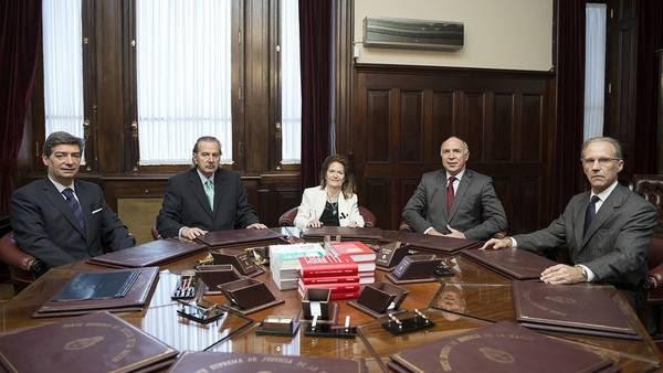 La Corte en su primera reunión con todos sus nuevos miembros.