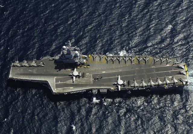 Según Desafíos semanales franceses citando una fuente del Ministerio de Defensa francés, Francia está a punto de desplegar su propulsión nuclear portaaviones Charles de Gaulle a las costas sirias. El portaaviones y su grupo de batalla se unirán varios buques de la marina americana ya desplegados en la zona: USS gravemente USS Barry, USS Mahan y USS Ramage.