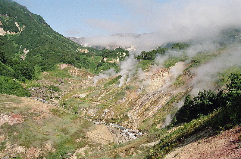 http://famouswonders.com/wp-content/uploads/2009/09/Valley-of-the-Geysers.jpg