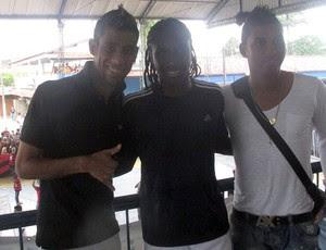 Leo Moura, Muralha e Negueba na pelada beneficente organizada por Junior Cesar em Magé (Foto: Janir Junior / Globoesporte.com)