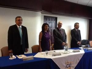 El ministro de Ambiente René Castro, aseguró que con estos proyectos se inicia el camino para bajar los precios de la electricidad CRHOY