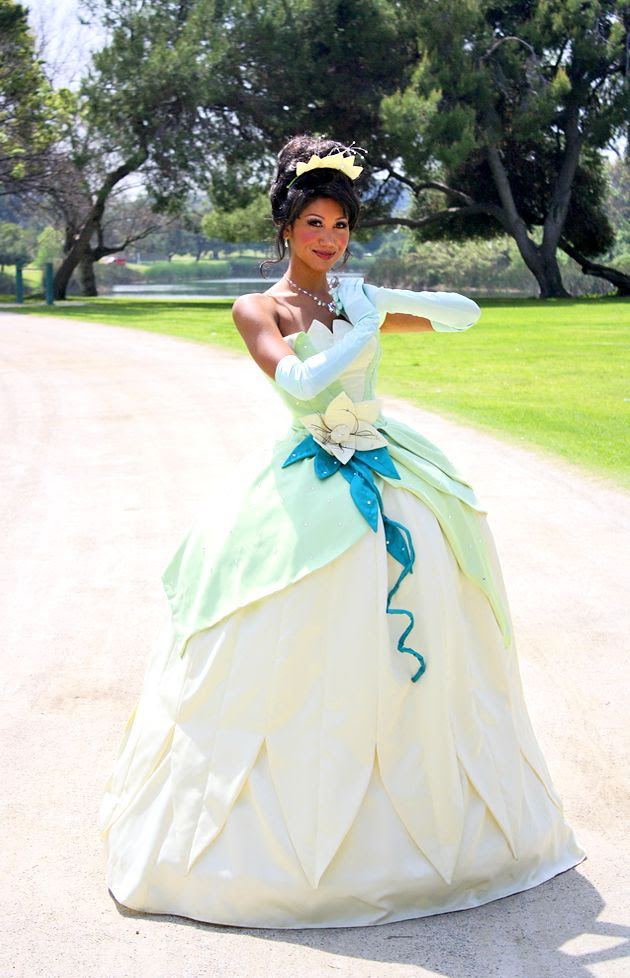 "gorgeous Tiana costume! The last pinner said: ""Princess Tiana, cosplayed by LittleMissMint"""