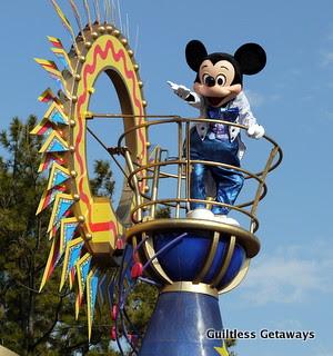mickey-mouse-parade-tokyo-japan.jpg