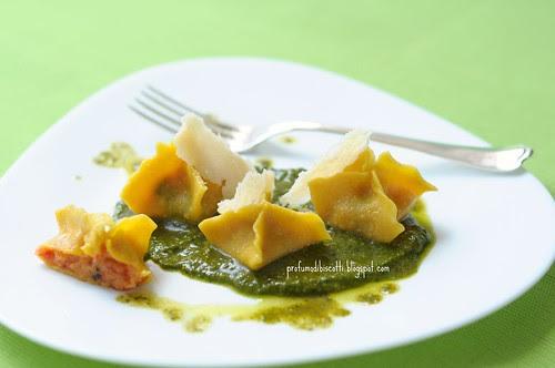 pasta ripiena di pappa al pomodoro con pesto di basilico