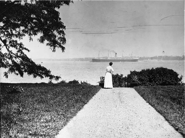 Alice Austen, Alice Austen watches her World, 1910.jpg