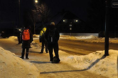 busstoppen :: Gutten på bussholderplassen, - i mørket og kulda, godt med snø og med ny vinterjakke.