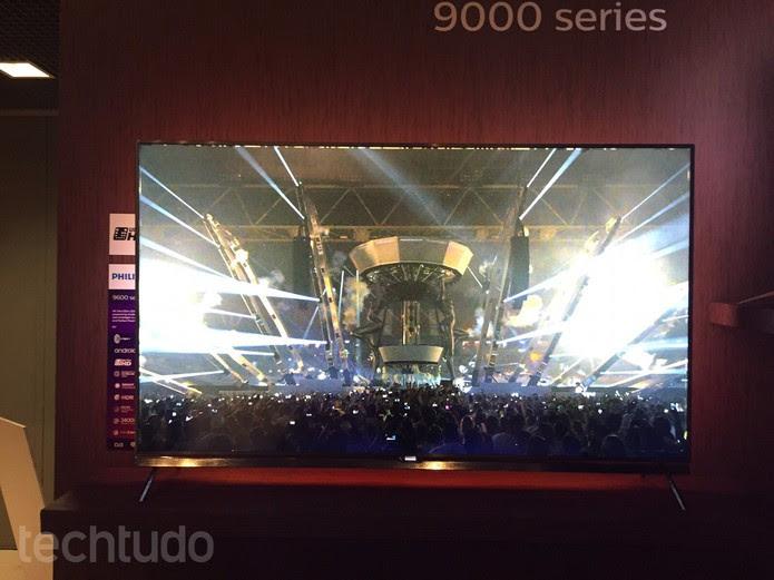 Linha 9000 da Philips tem HDR além da tela 4K (Foto: Laura Martins/TechTudo)