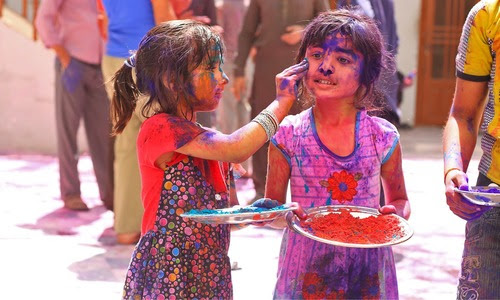 The colourful faces and celebrations of Holi in Umerkot