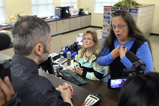 Same-Sex Marriage: Kentucky Clerk Defies Supreme Court, Turns Down Gay Couples