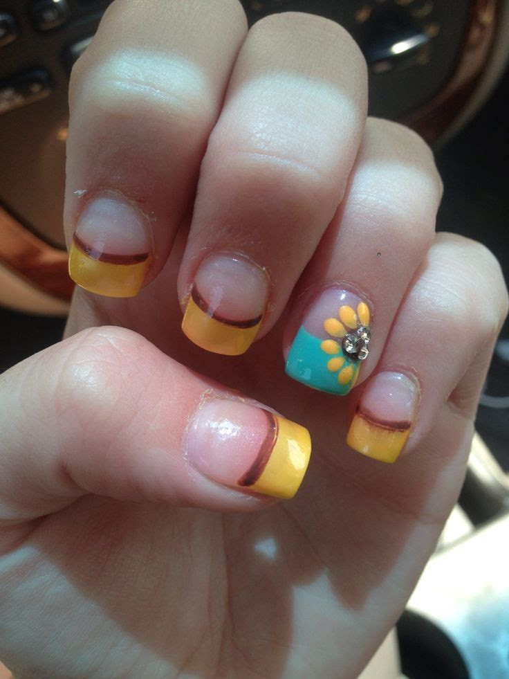 15 Sunflower Nail Designs for the Season - Pretty Designs