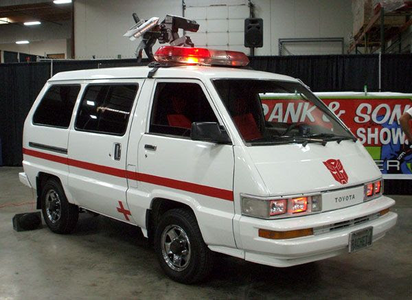 A van made to look like Ratchet from the 1980s TRANSFORMERS cartoon.  Note the Ravage mock-up on top of the van.