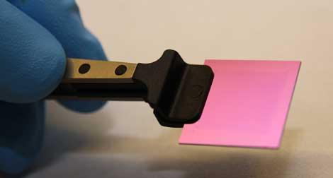 Muestra de grafeno sobre lámina de silicio. | Graphenea
