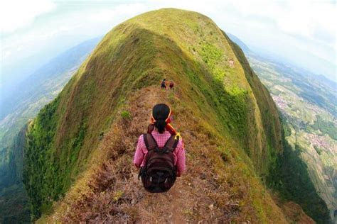 mendaki gunung   malam hari oleh dhanang dhave