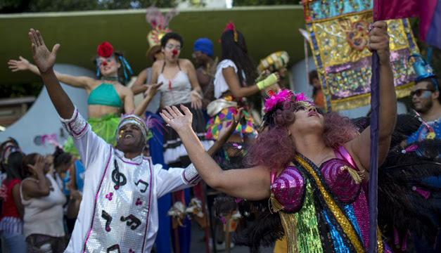Resultado de imagen para Los pacientes de un psiquiátrico se suman a la locura del carnaval de Rio