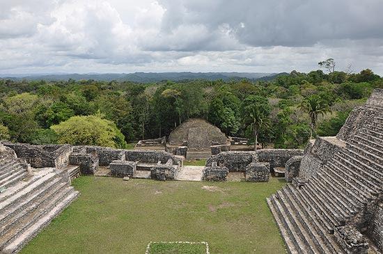Vista das ruínas da cidade maia de Caracol, em Belize