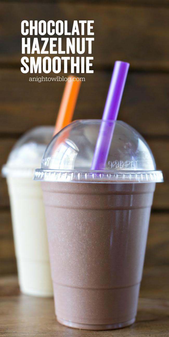 This Chocolate Hazelnut Smoothie is delicious, refreshing and packed with Burt's Bees Protein!