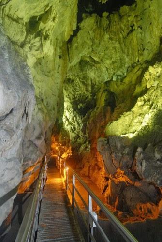 το-μυθικό-σπήλαιο-των-λιμνών-12