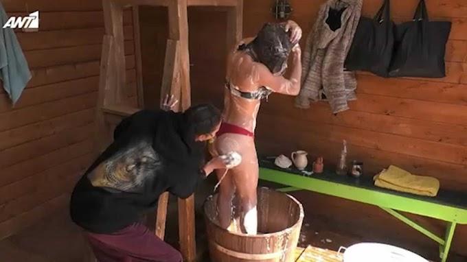 Φάρμα: Έβαλαν τις παίκτριες να κάνουν μπάνιο σε ξύλινη σκάφη για να κάνουν οφθαλμόλουτρο οι τηλεθεατές