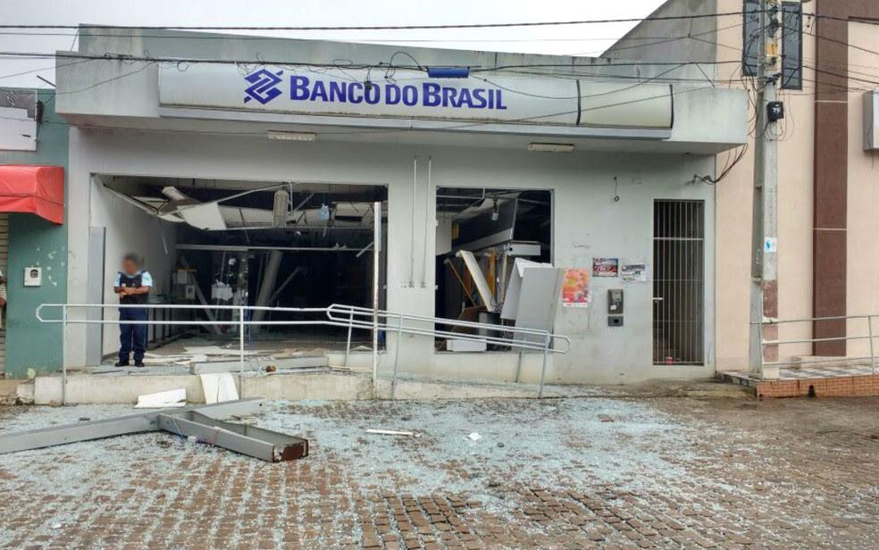Agência do Banco do Brasil que foi atacada por criminosos em Vázea da Roça (Foto: Blog Agmar Rios)