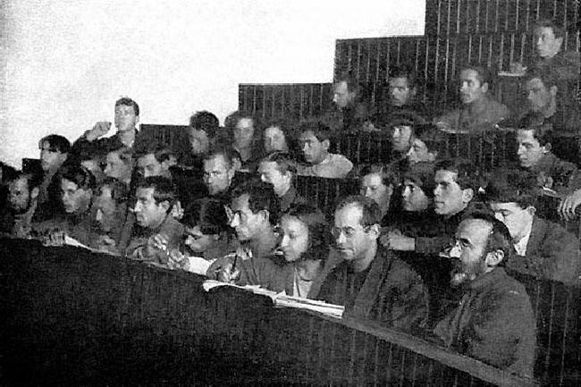 Αίθουσα διαλέξεων ενός πανεπιστημίου εργαζομένων, τη δεκαετία του 1920
