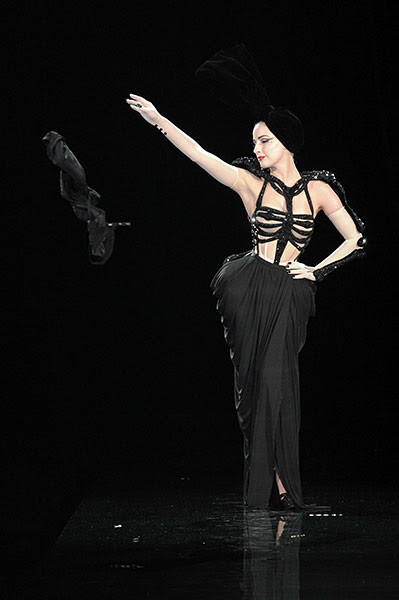 Dita-Von-Teese-at-the-Jea-005