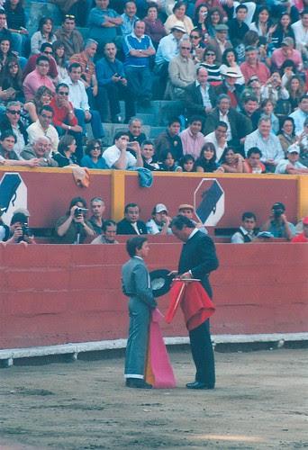 Víctor Mendes brinda a niño Andrés Roca Rey en Acho