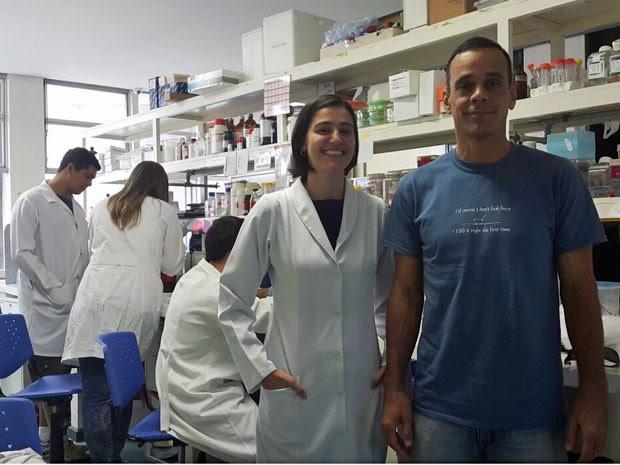 A doutoranda Isabel Torres e o professor Guilherme Santos, que desenvolveram pesquisa sobre câncer na Universidade de Brasília (Foto: Raquel Morais/G1)