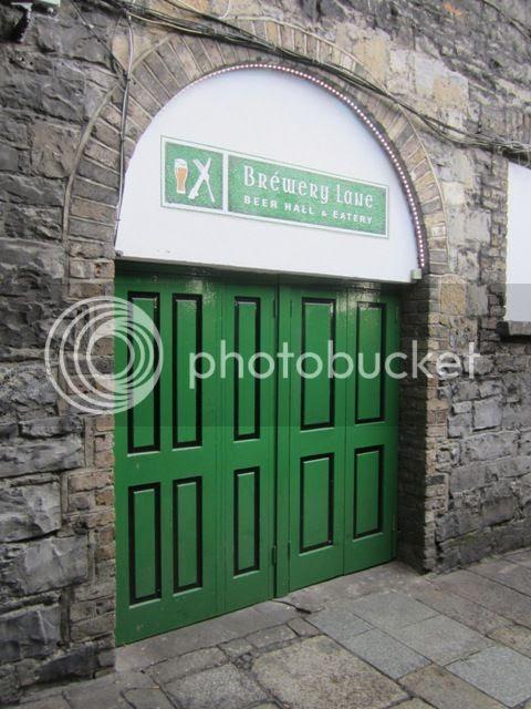Pub exterior photo Dublin2012-13090a_zps43c95d9f.jpg