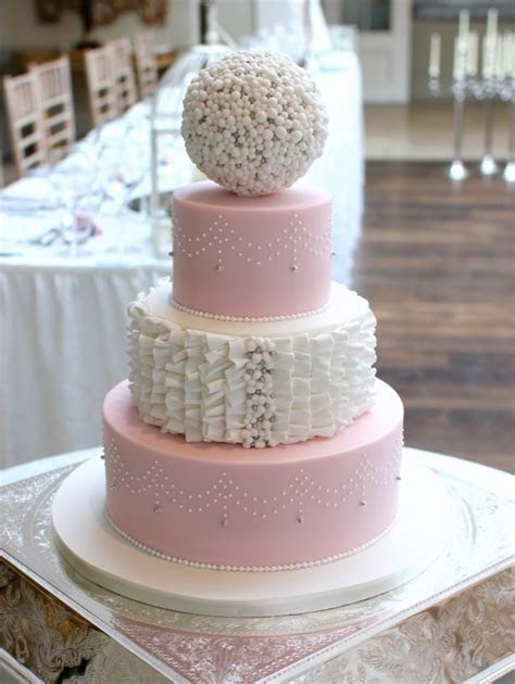 24 Fab Wedding Cakes for 2016 Couples   weddingsonline